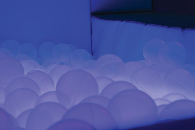 Illuminated Ball Pool - 200x150cm