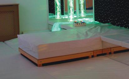 Dvojna glasbena vod. postelja