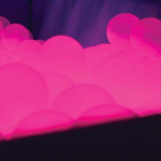 Osvetljen bazen z žogami